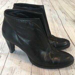 STAURT WEITZMAN Black Soft Leather Ankle Boots